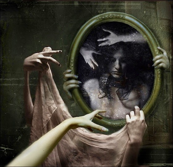 Άννα Αχμάτοβα Πίσω από τον καθρέφτη
